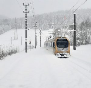Frau Holle hat's am Wochenende wirklich gut mit uns gemeint 🥶 #niederösterreichbahnen @mariazellerbahn #schmalspurbahn #winterwonderland #eisenbahnliebe 📷NB/Danner...